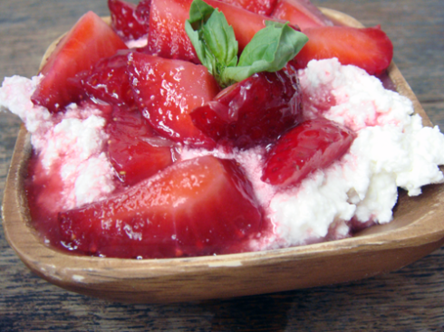 strawberries in orange juice with ricotta