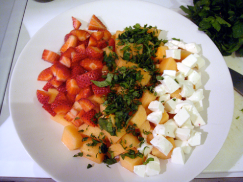 cantaloupe-strawberry-mozzarella