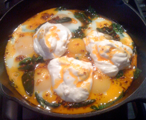 Baked Eggs with yogurt and chili